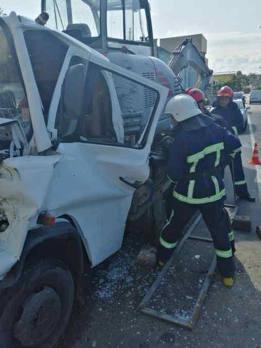 рятувальники деблокували постраждалого водія в аварії
