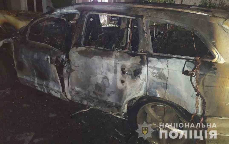 поліція розслідує підпал автомобіля