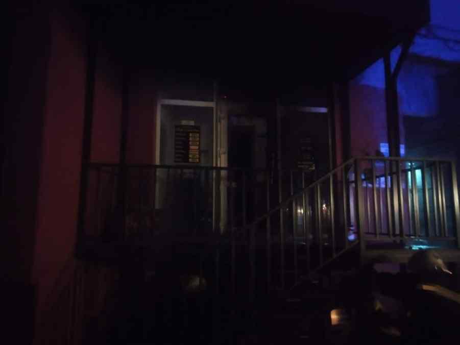 рятувальники гасили вхідні двері до квартири у рівному