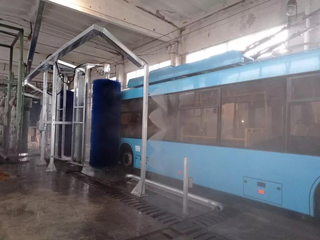 Для Рівненських тролейбусів встановили сучасний комплекс для мийки