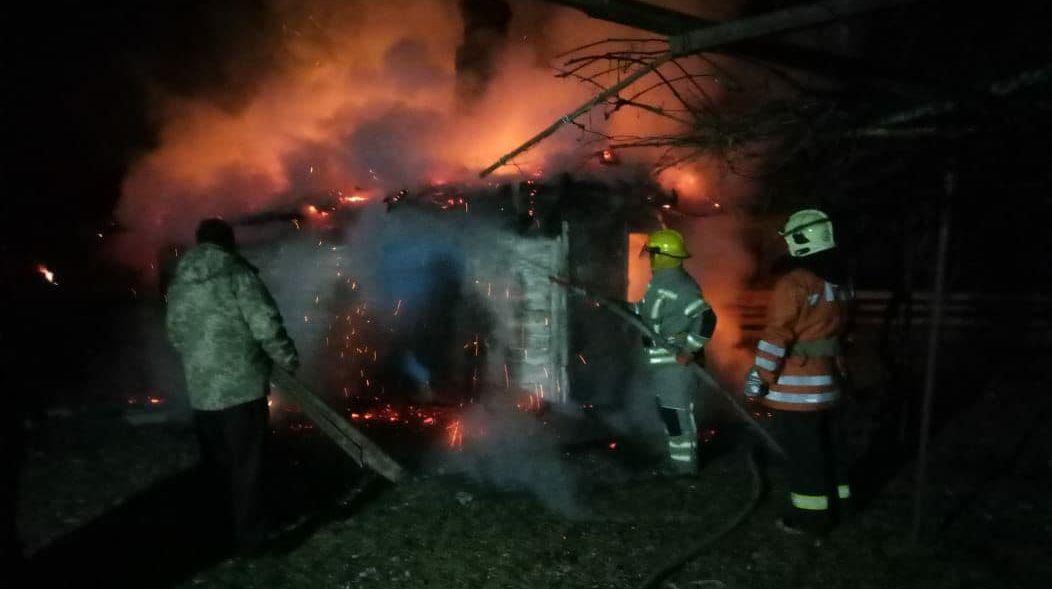 На Сарненщині рятувальники гасили пожежу близько двох годин