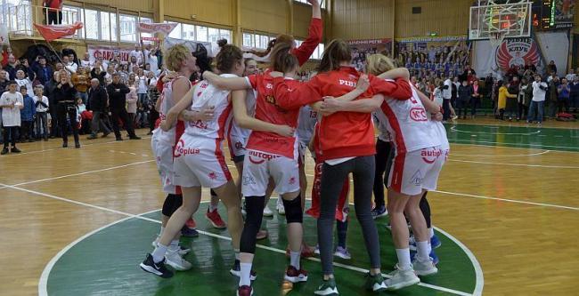 Рівненські баскетболістки здобули першу перемогу в сезоні
