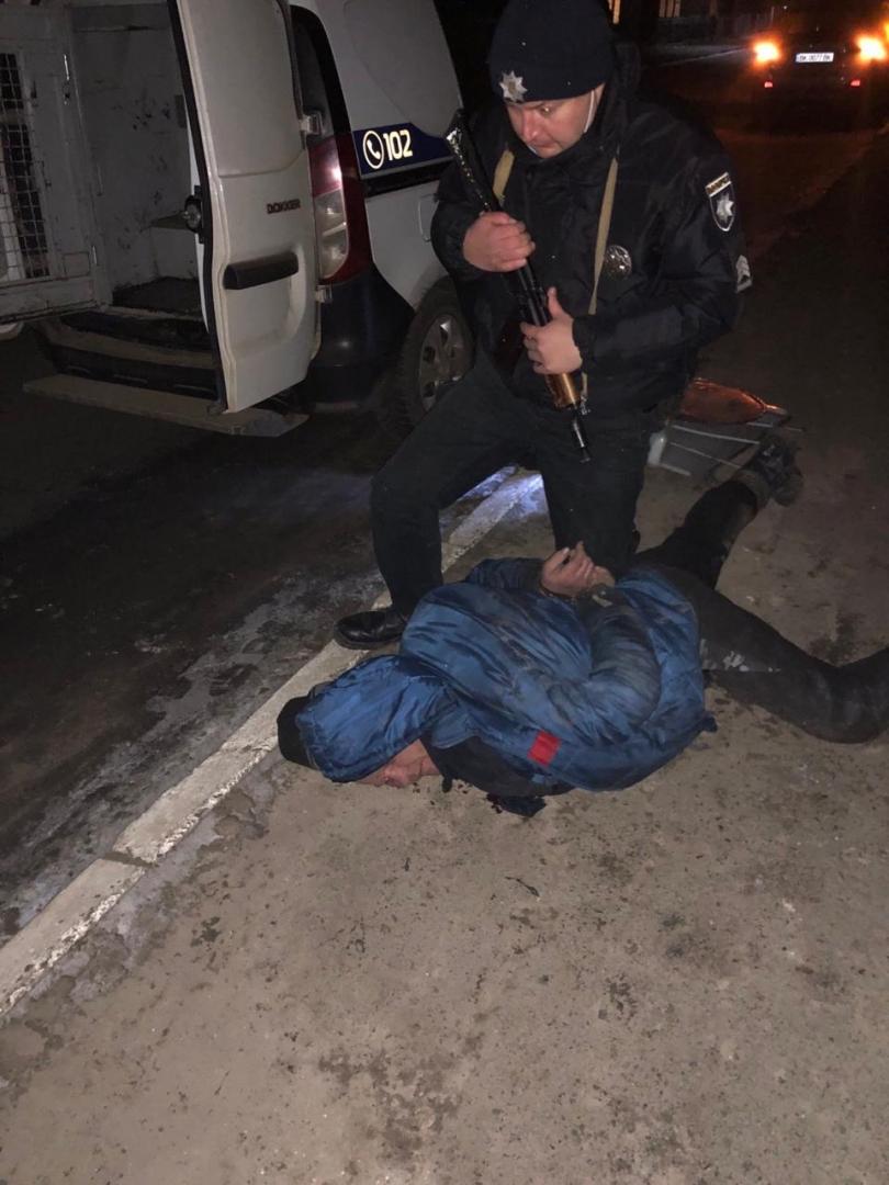 В Олександрії чоловік з паспортом РФ жорстоко побив чоловіка та жінку (оновлено)