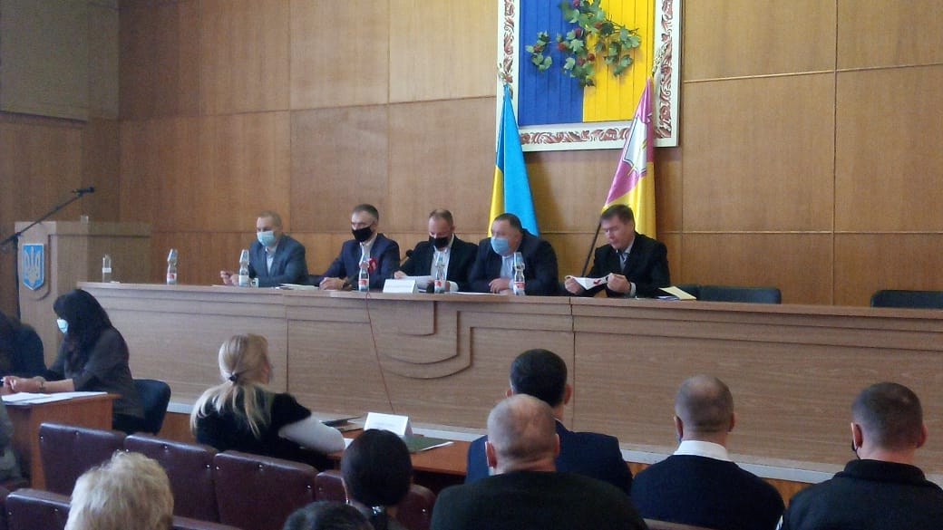 Тимчасова президія Рівненської районної ради під час першої сесії