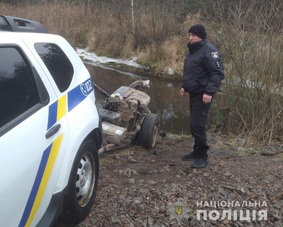 У двох районах Рівненщини поліцейські вилучили мотопомпи