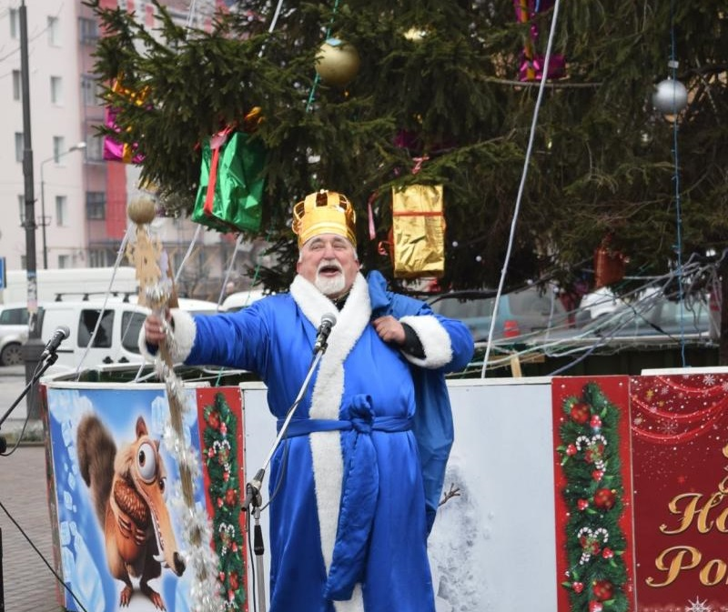 У Костополі встановили центральну новорічну ялинку