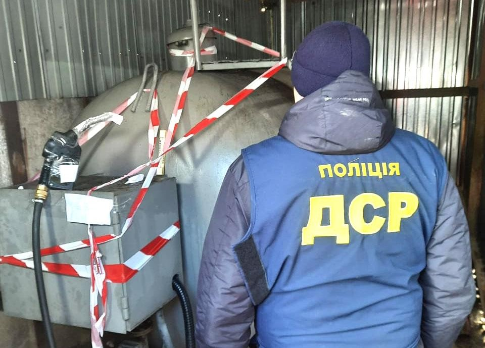 В результаті 5 обшуків поліція Рівненщини вилучила понад 20 тонн дизельного пального